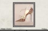 Gros plan Chat et chaussure beige